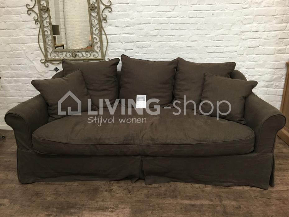salon-landelijke-stijl-sofa-in-stof-naar-keuze