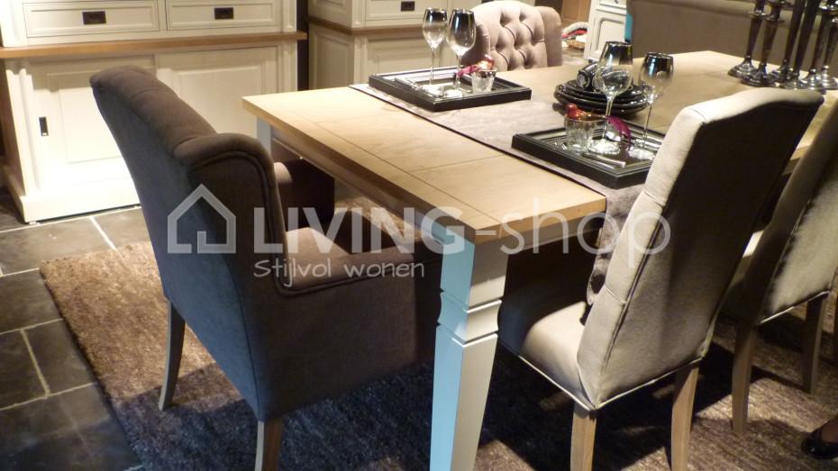 stoel-met-knopen-linnen-grijs